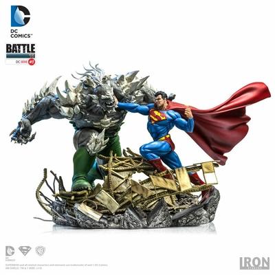 Diorama DC Comics Battle Superman vs Doomsday by Ivan Reis 42cm