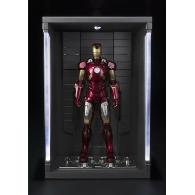 Figurine Iron Man 3 S.H. Figuarts Iron Man Mark VII & Hall of Armor Set 15cm