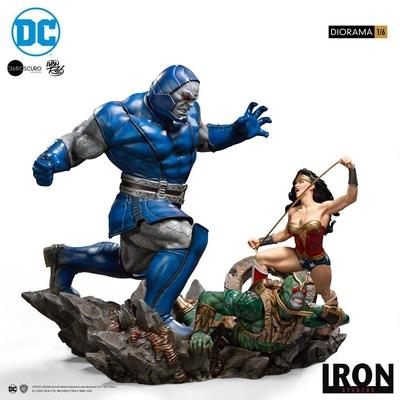 Diorama DC Comics Wonder Woman Vs Darkseid by Ivan Reis 54cm
