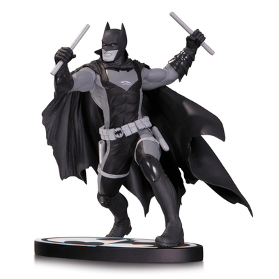Statuette Batman Black & White Earth 2 Batman 15cm