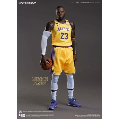 Figurine NBA Collection Real Masterpiece LeBron James 30cm
