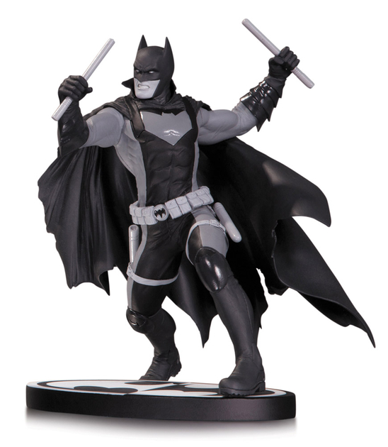 Statuette Batman Black & White Earth 2 Batman 15cm 1001 Figurines