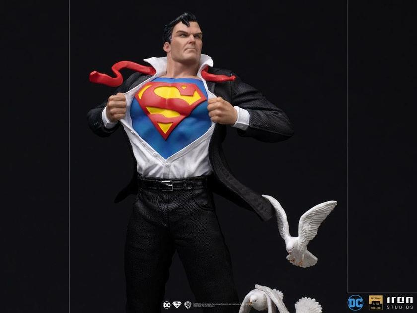 Statuette DC Comics Deluxe Art Scale Clark Kent 29cm 1001 Figurines (6)