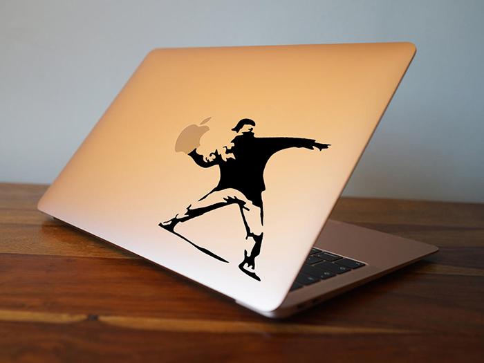 Sticker pour Macbook ou PC, le lanceur de pommes de Banksy