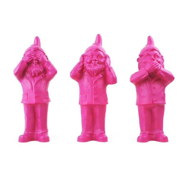 Les 3 Nains de jardin de Ottmar Hörl, Ne rien voir, ne rien entendre, ne rien dire, rose