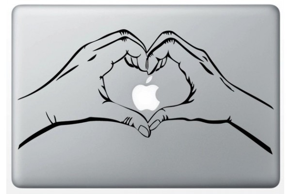 stickers-main-coeur-pour-macbook