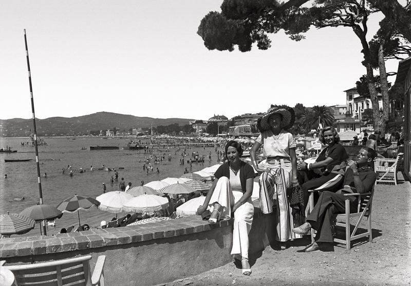 les élégantes à Juan les pins vers 1930