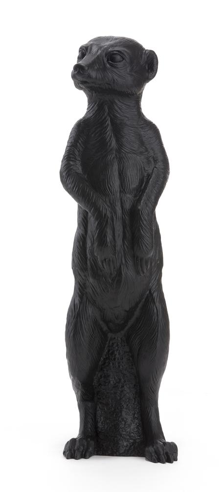 le Suricate debout, noir