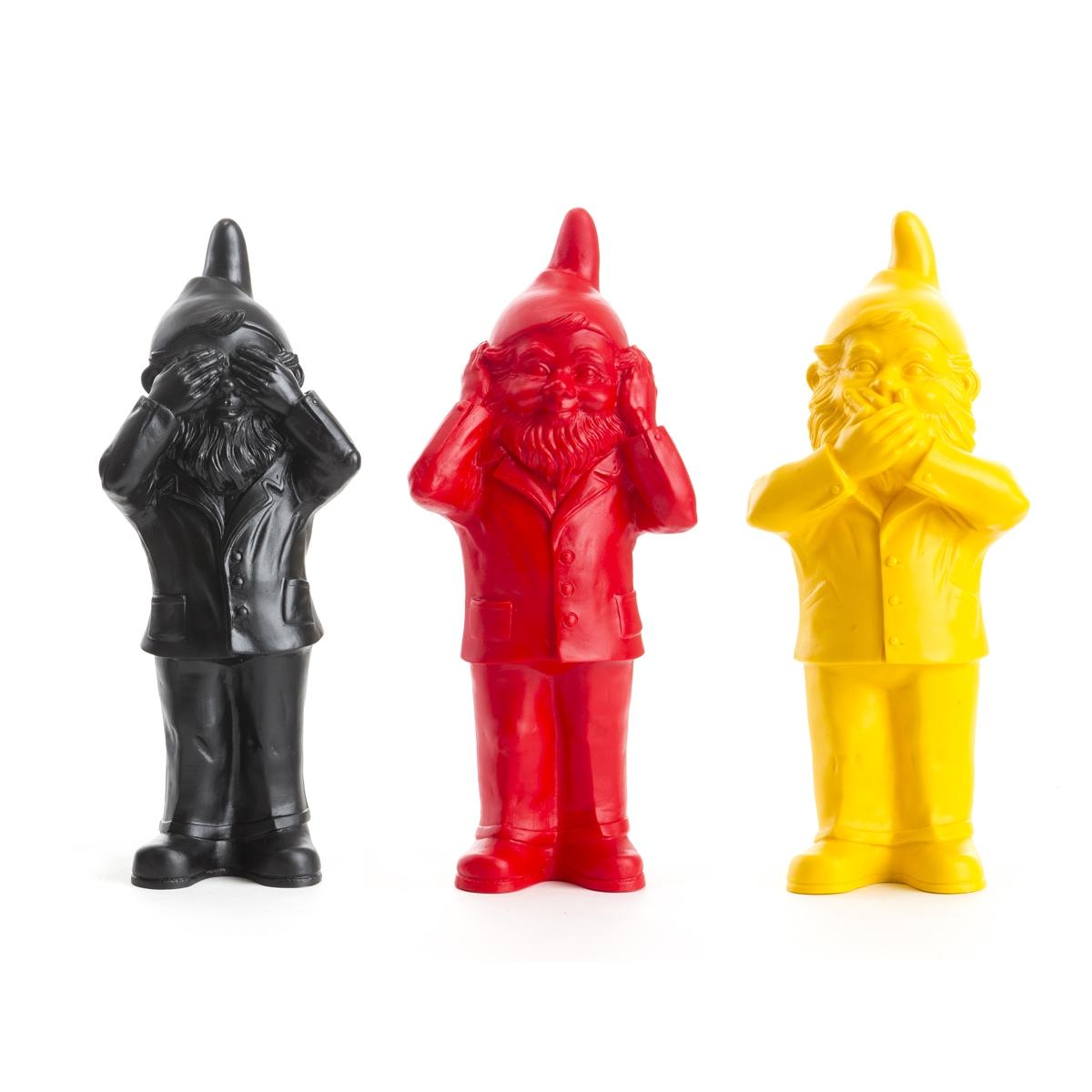 Les 3 Nains de jardin de Ottmar Hörl, Ne rien voir, ne rien entendre, ne rien dire, Noir, Jaune, Rouge