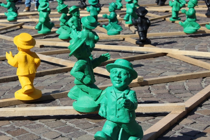Statuette-unity-man-Einheitsmännchen-Ottmar-Hörl-the-little-boutique