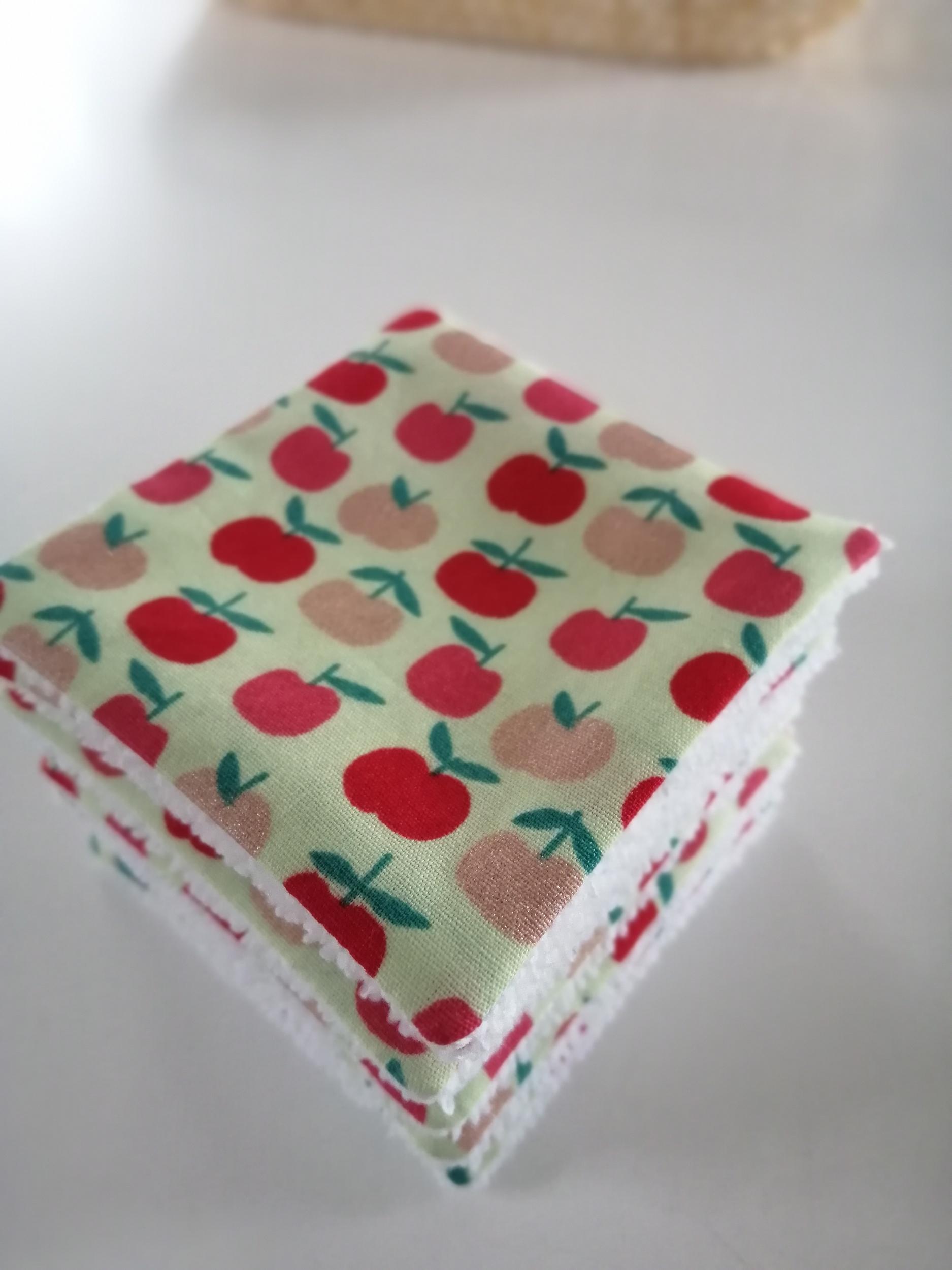 Lot de 8 lingettes démaquillantes lavables motif pommes rouges et dorées