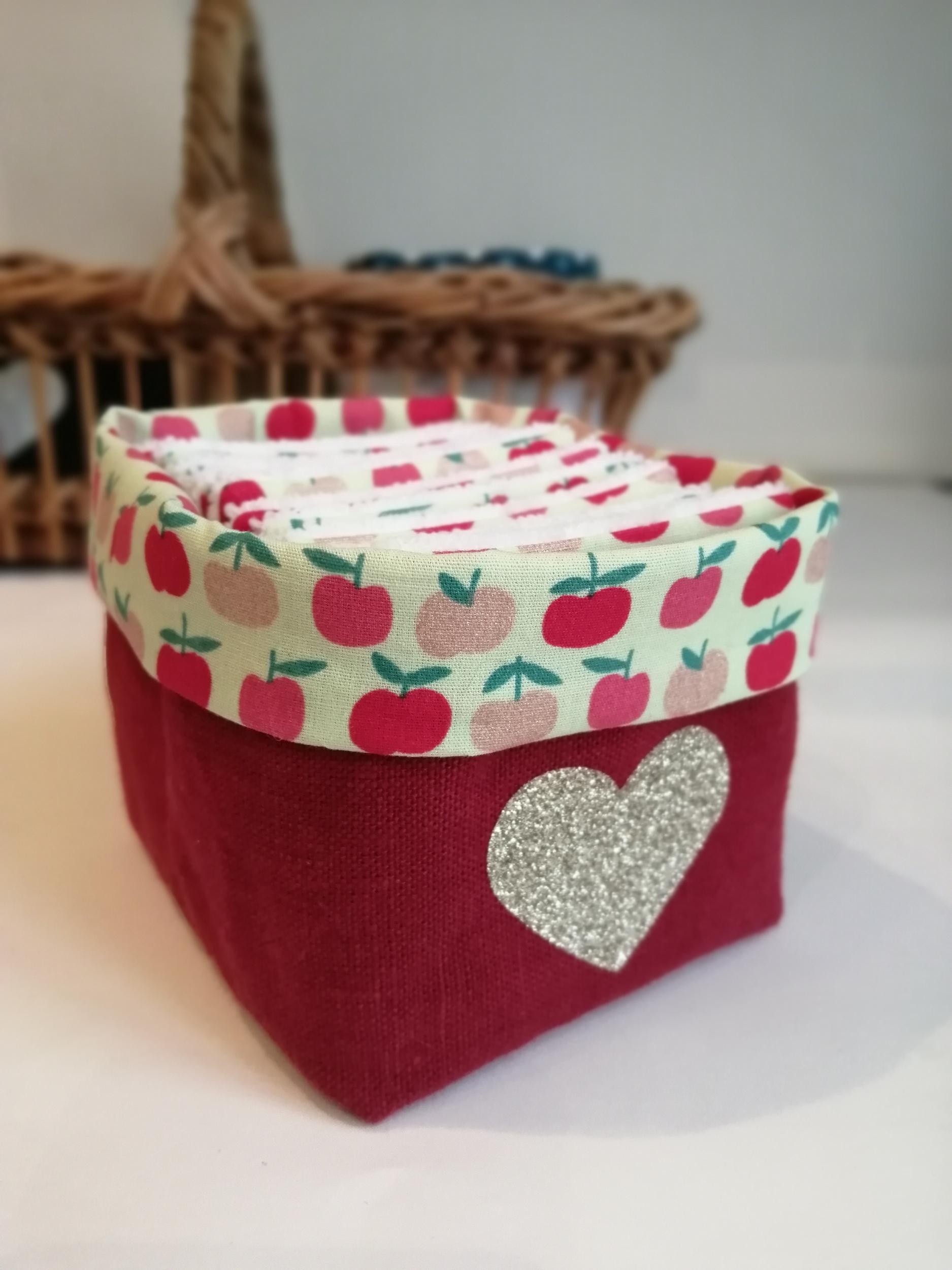 Panier lin rouge + lingettes pommes 1