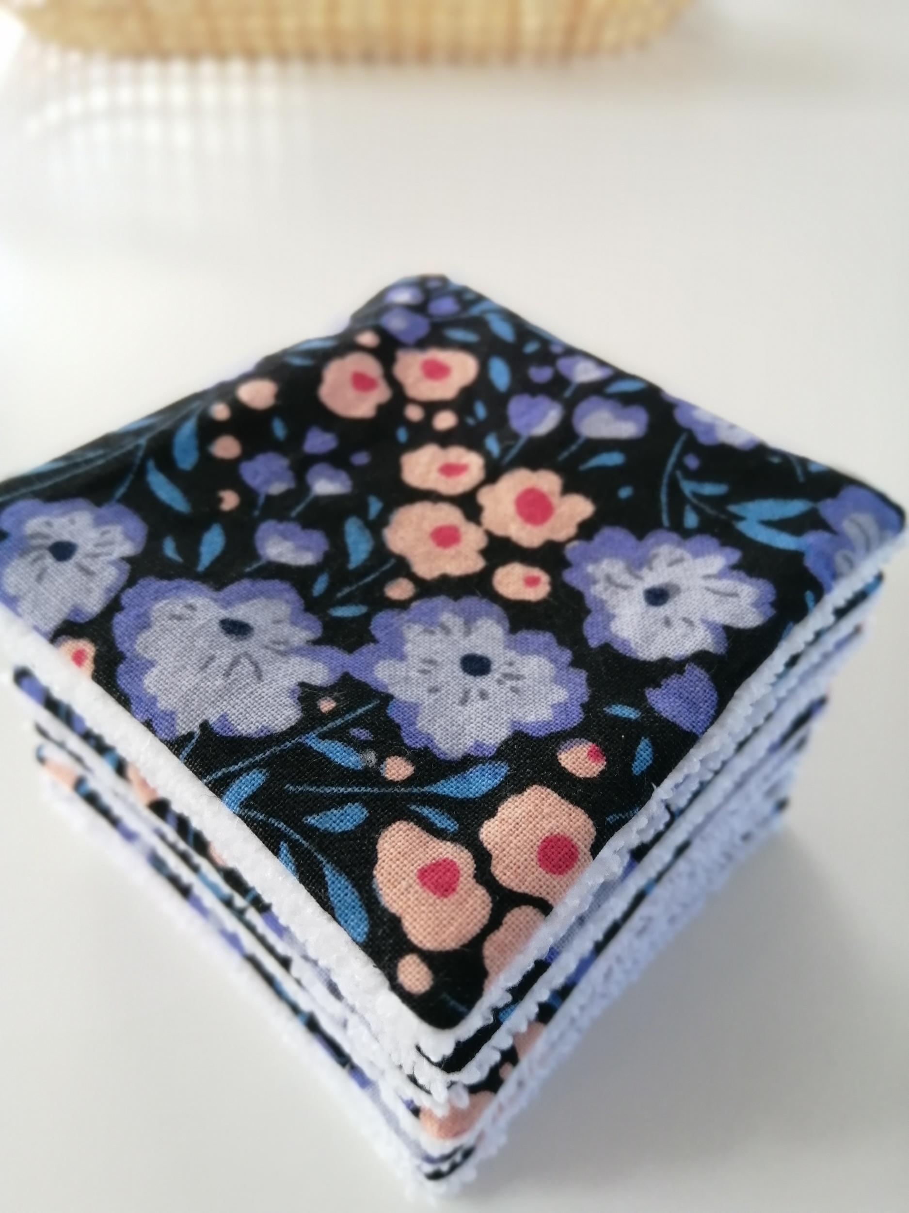 Lingettes démaquillantes lavables noires fleuries