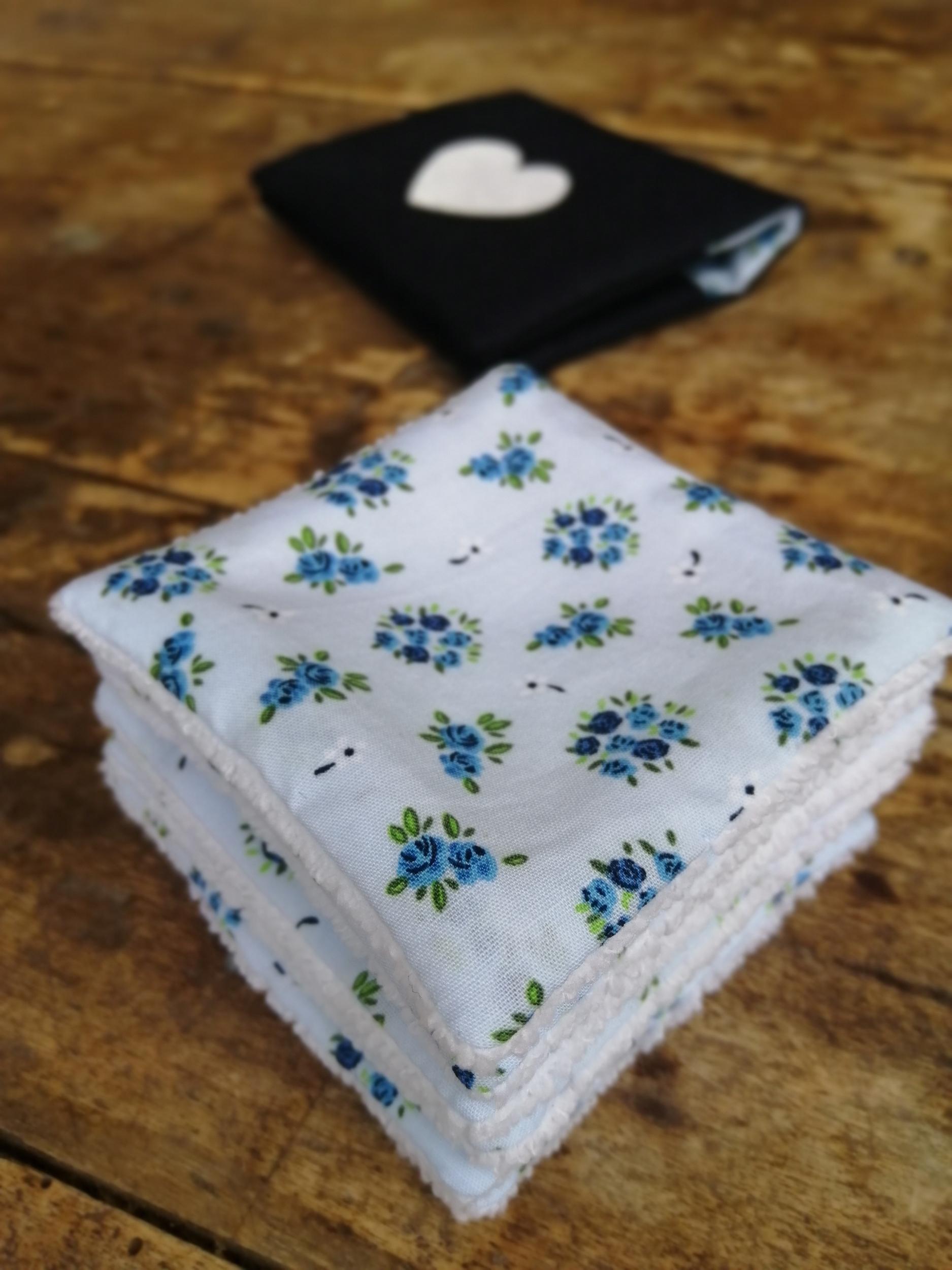 Lot de 6 lingettes à bouquet bleu et pochette en lin assorti