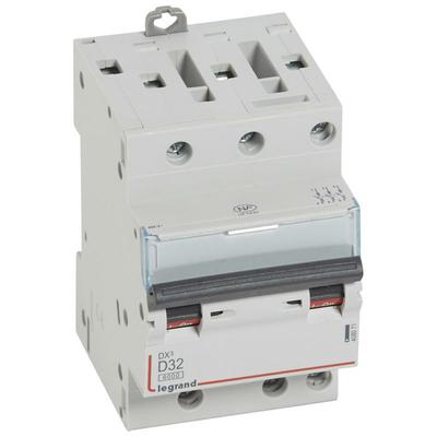 Legrand Disjoncteur DX³6000 10kA arrivée haute et départ bas à vis 3P 400~ - 32A - courbe D - pour peigne HX³ optimisé 408071