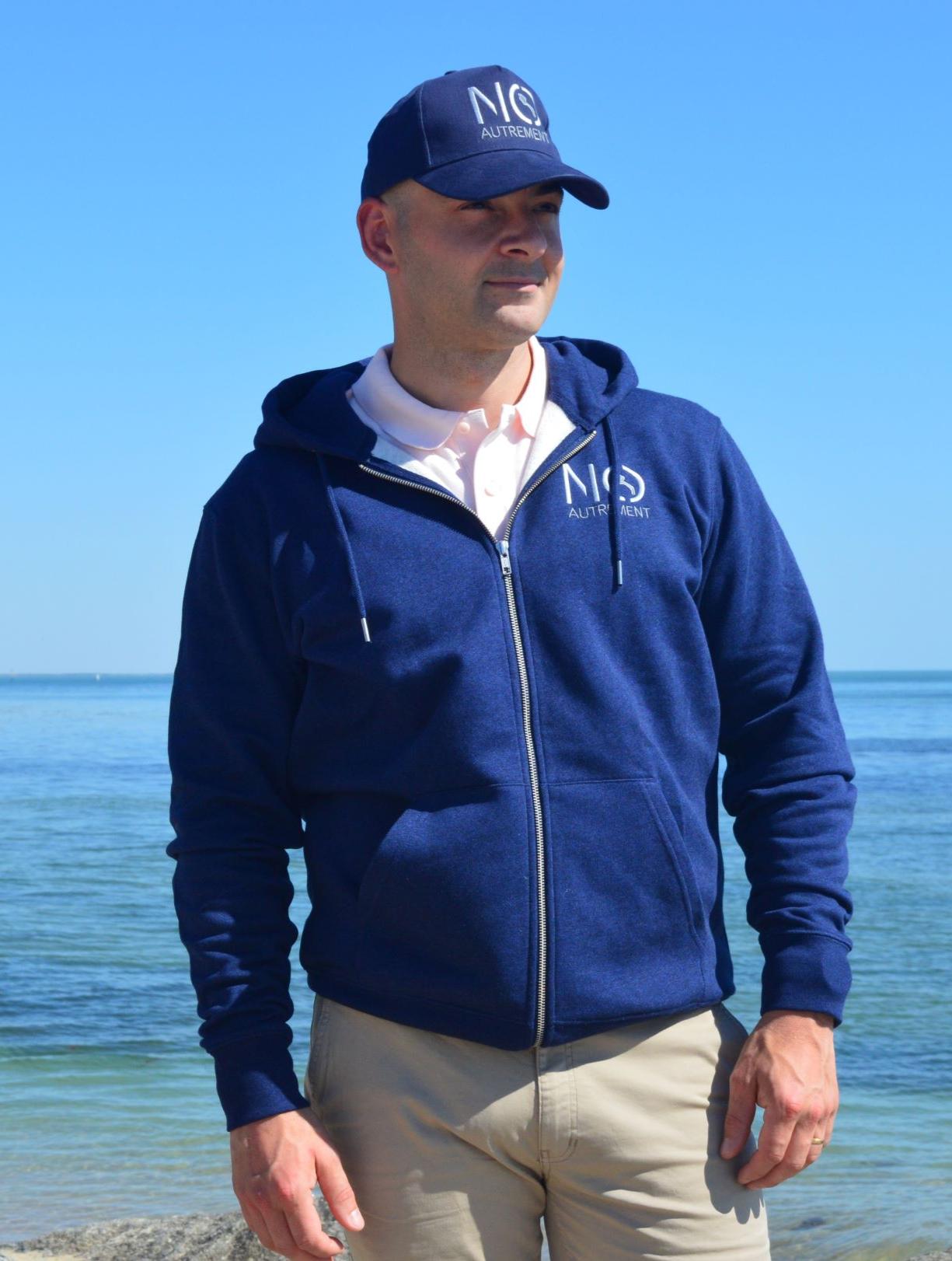 Sweat Zip Signature Bleu chiné XL porté par Benoit