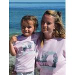 Sweat ART Rose S porté par Marion et Mini Tshirt ART Rose 3-4 ans porté par Alice