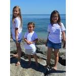 Mini t shirt signature Le mini intemporel noir et blanc porté par les enfants (4)