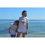 Mini T shirt ART La douceur 7-8 ans porté par giulia et T shirt ART Le Romantique XS porté par Céline