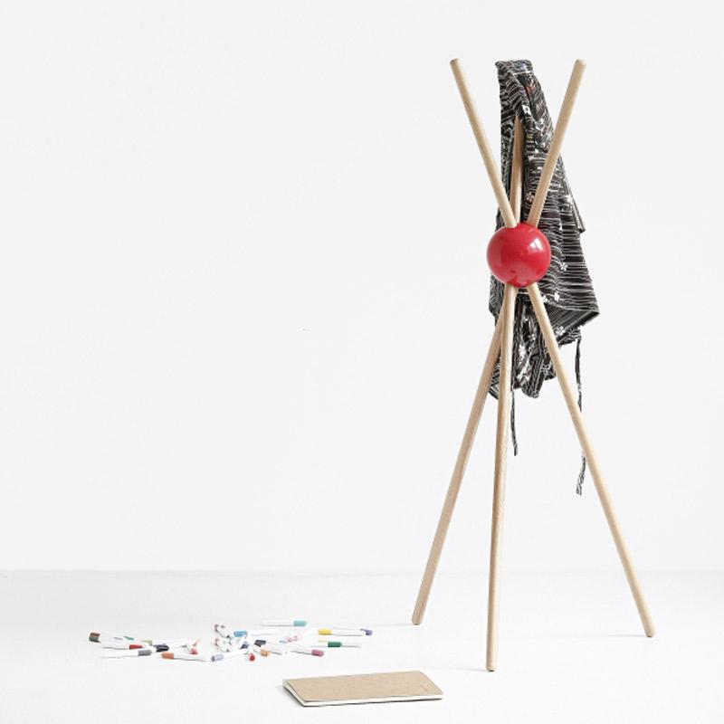 lock porte manteaux sur pied design rouge design from paris. Black Bedroom Furniture Sets. Home Design Ideas