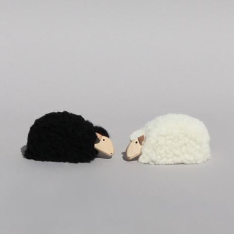 mouton couch miniature d co blanc d co objets de d coration design from paris. Black Bedroom Furniture Sets. Home Design Ideas