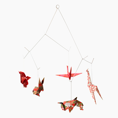 mobile animaux origami chiyogami rouge d co objets de d coration design from paris. Black Bedroom Furniture Sets. Home Design Ideas