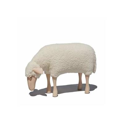 tabouret-fourrure-peau-de-mouton-blanc-qui-broute-Hanns-Peter-Krafft
