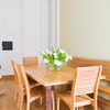 Table-a-manger-en-bois-Sixay-FIESTA-mise-en-situation