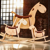 Sixay-furniture-cheval-a-bascule-paripa-big-kids-mise-en-situation