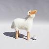 tabouret-mouton-agneau-blanc-qui-regarde-vers-le-haut-Hanns-Peter-Krafft
