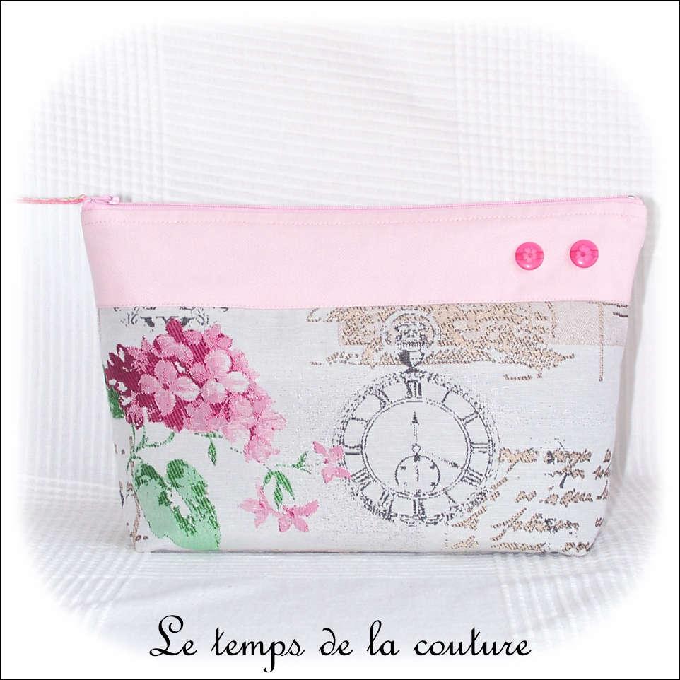 Pochette trousse à soufflet zippée motif fleur d\'hortensia tons gris, rose et vert