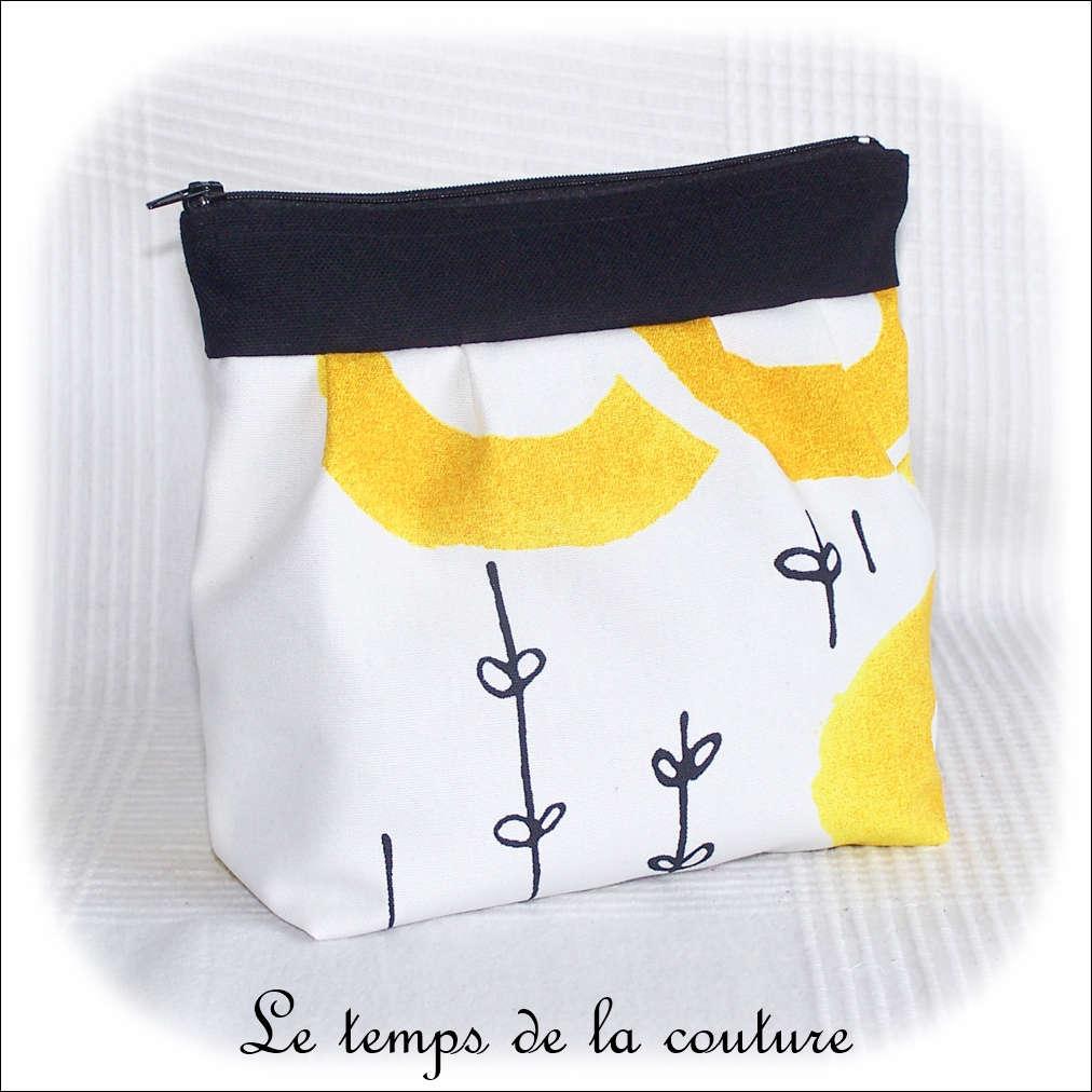 Pochette trousse à soufflet zippée motif soleil tons noir jaune et blanc