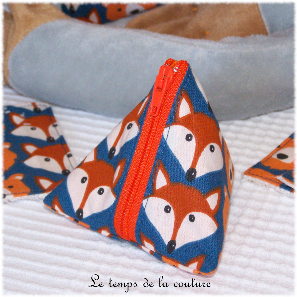 Pochette Berlingot motifs ours et renard tons bleu et orange