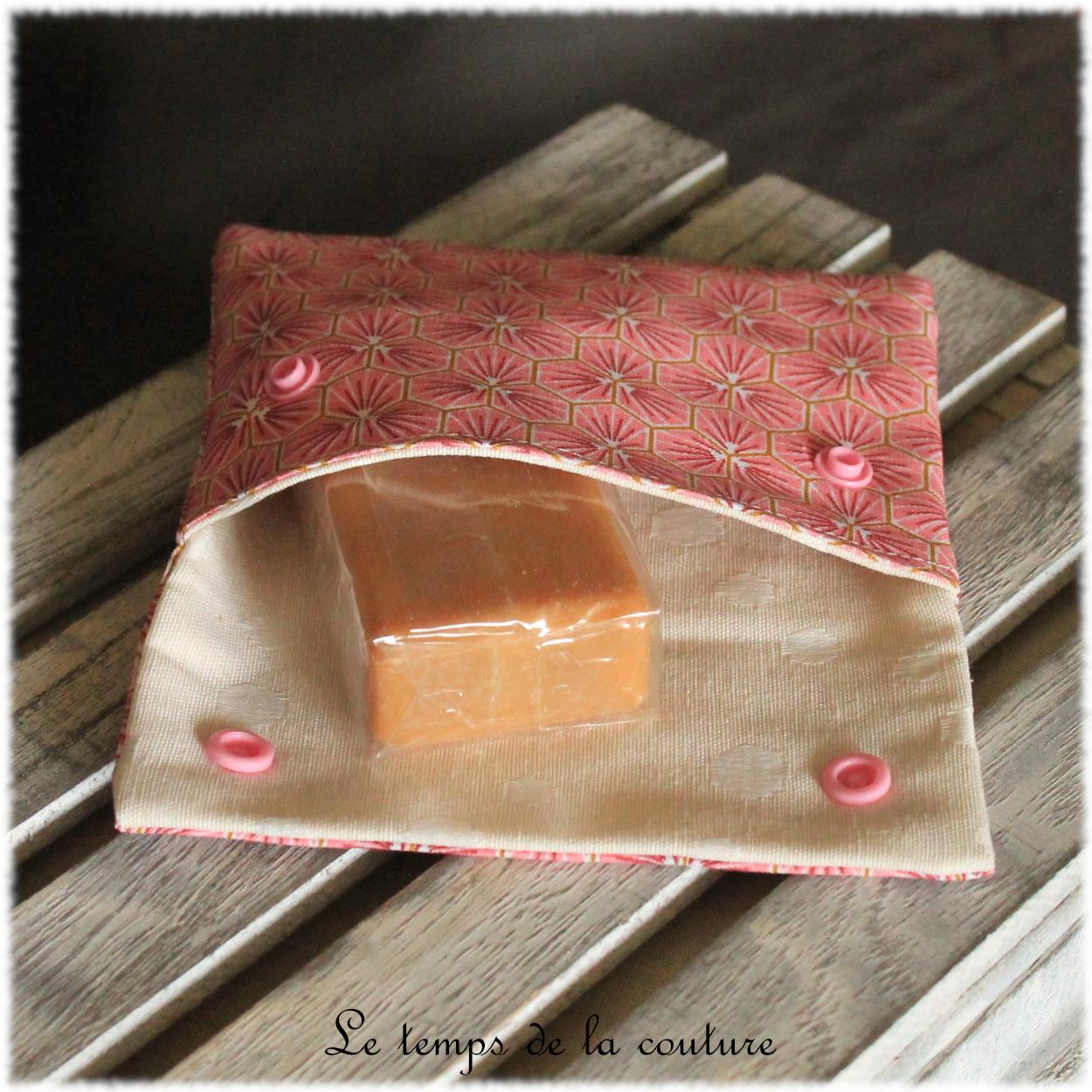 Pochette à savon motifs fleur de sakura tons rose saumon