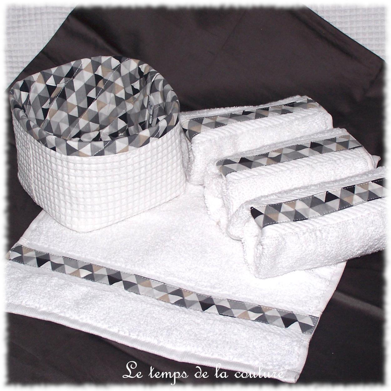Ensemble salle de bain : Corbeille + 4 serviettes d\'invités tons blanc, noir, gris