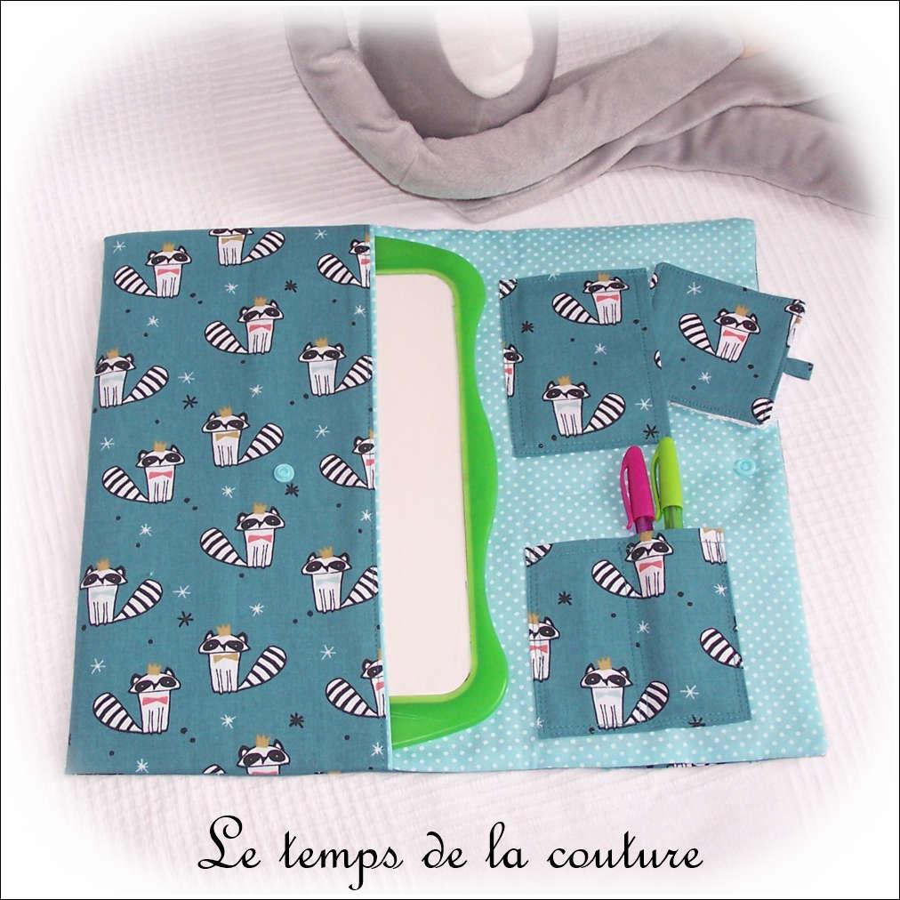 Pochette à ardoise motifs raton laveur tons bleu vert pétrole et turquoise