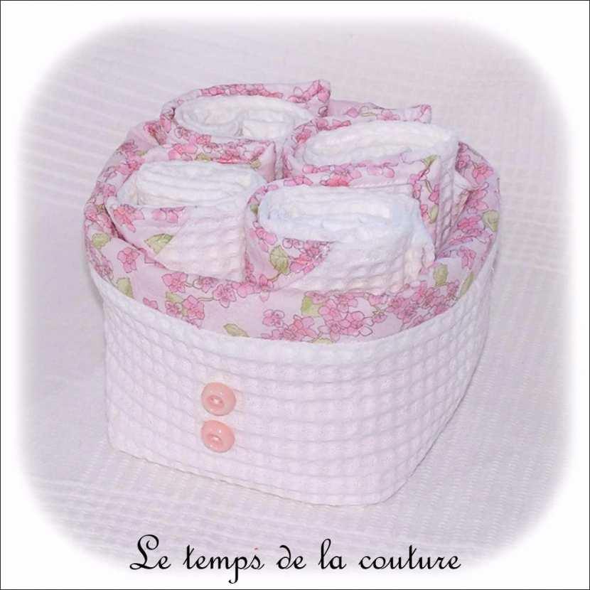 Ensemble salle de bain : Corbeille + 4 serviettes d\'invités tons blanc et rose