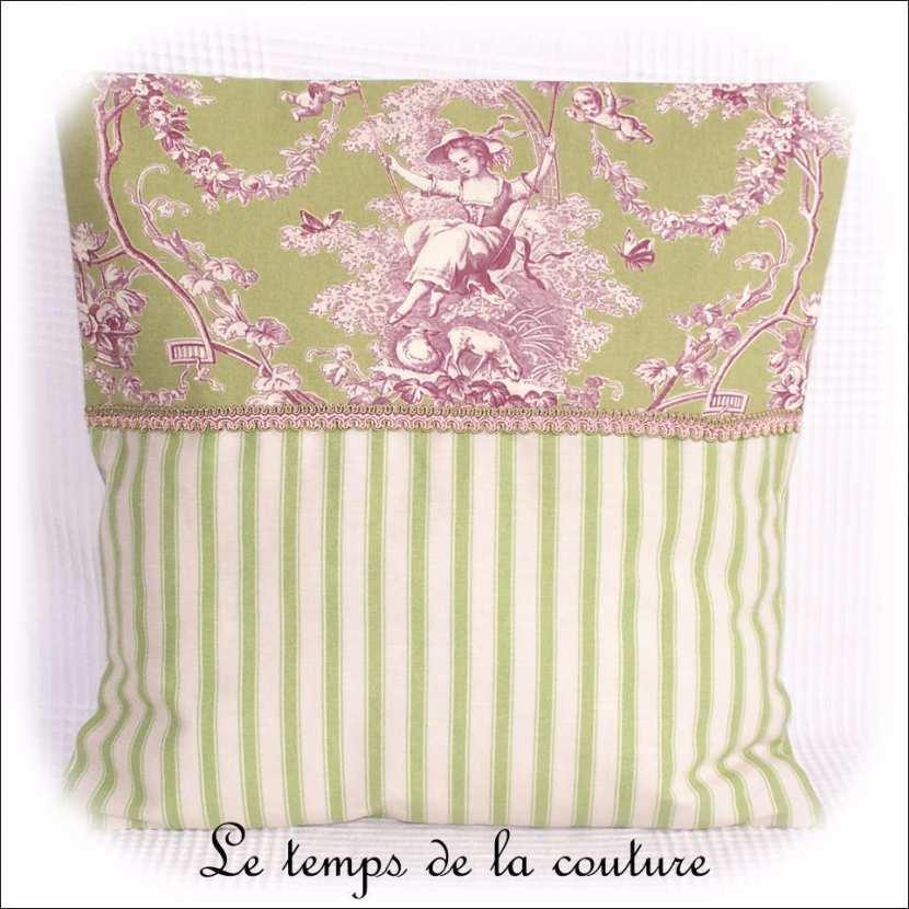 Housse de coussin toile de Jouy ancienne tons vert, beige et violet