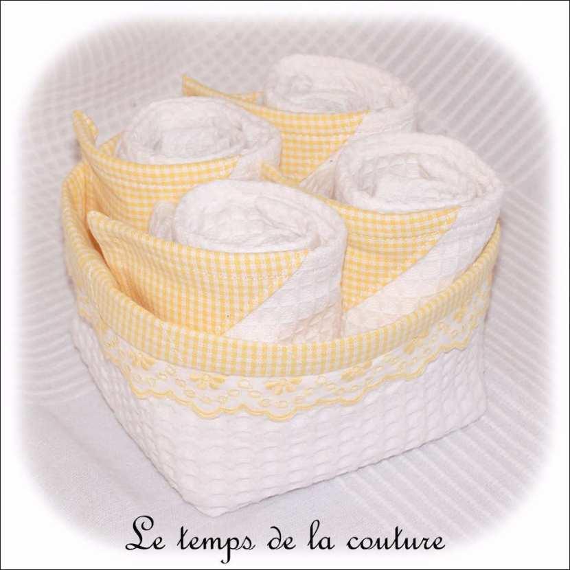 Ensemble salle de bain : Corbeille + 4 serviettes d\'invités tons blanc et jaune