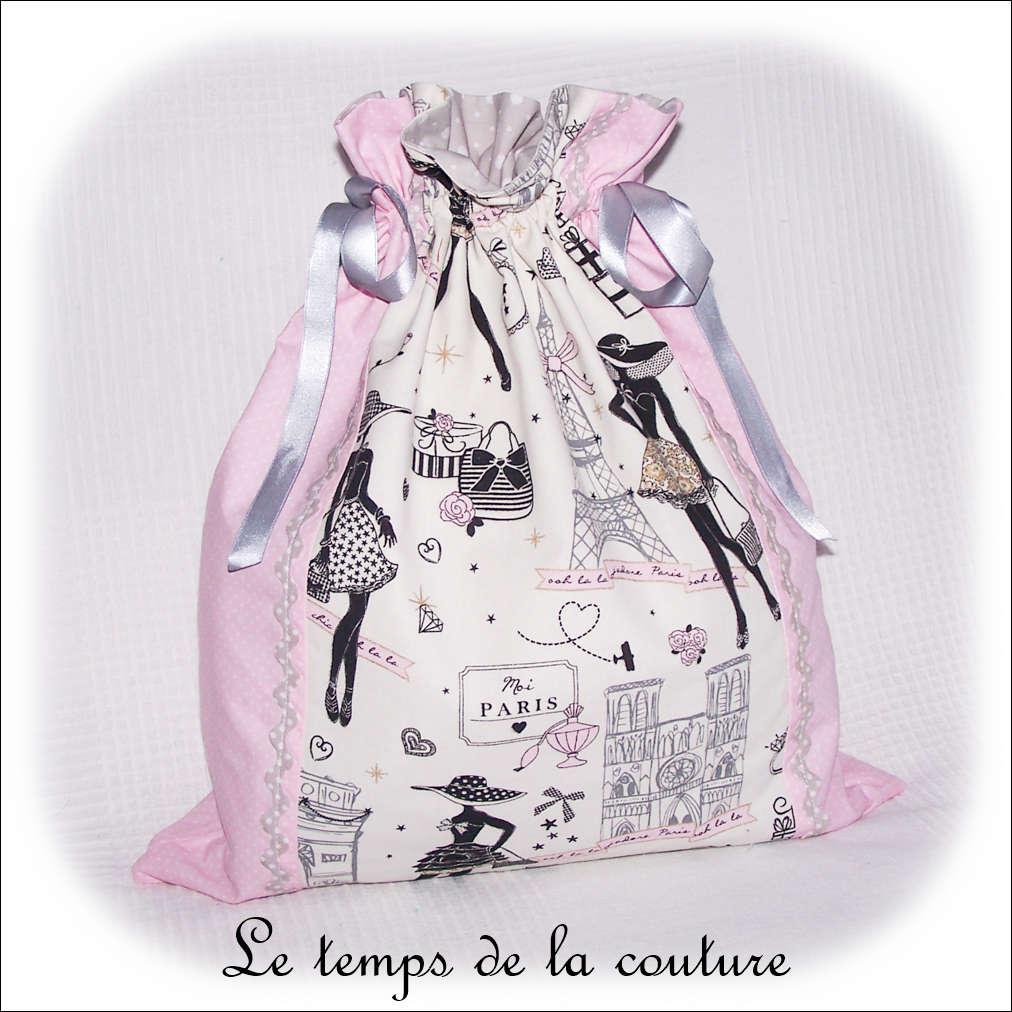 Sac pochon à lingerie motif parisienne tons blanc rose et gris