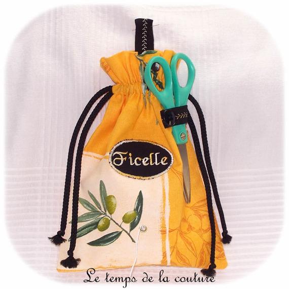 Sac dévidoir à ficelle brodé Ficelle motif olive tons jaune, vert, noir écru