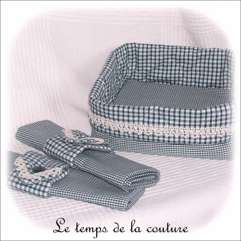 Ensemble panière réversible + 2 serviettes et ronds vichy tons vert et blanc