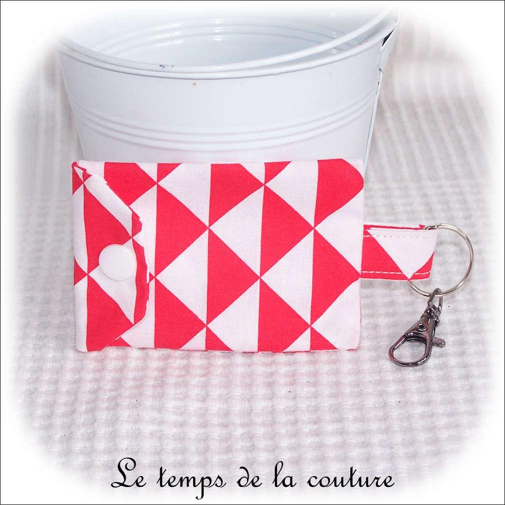 Pochette porte clé motif géométrique tons rouge et blanc