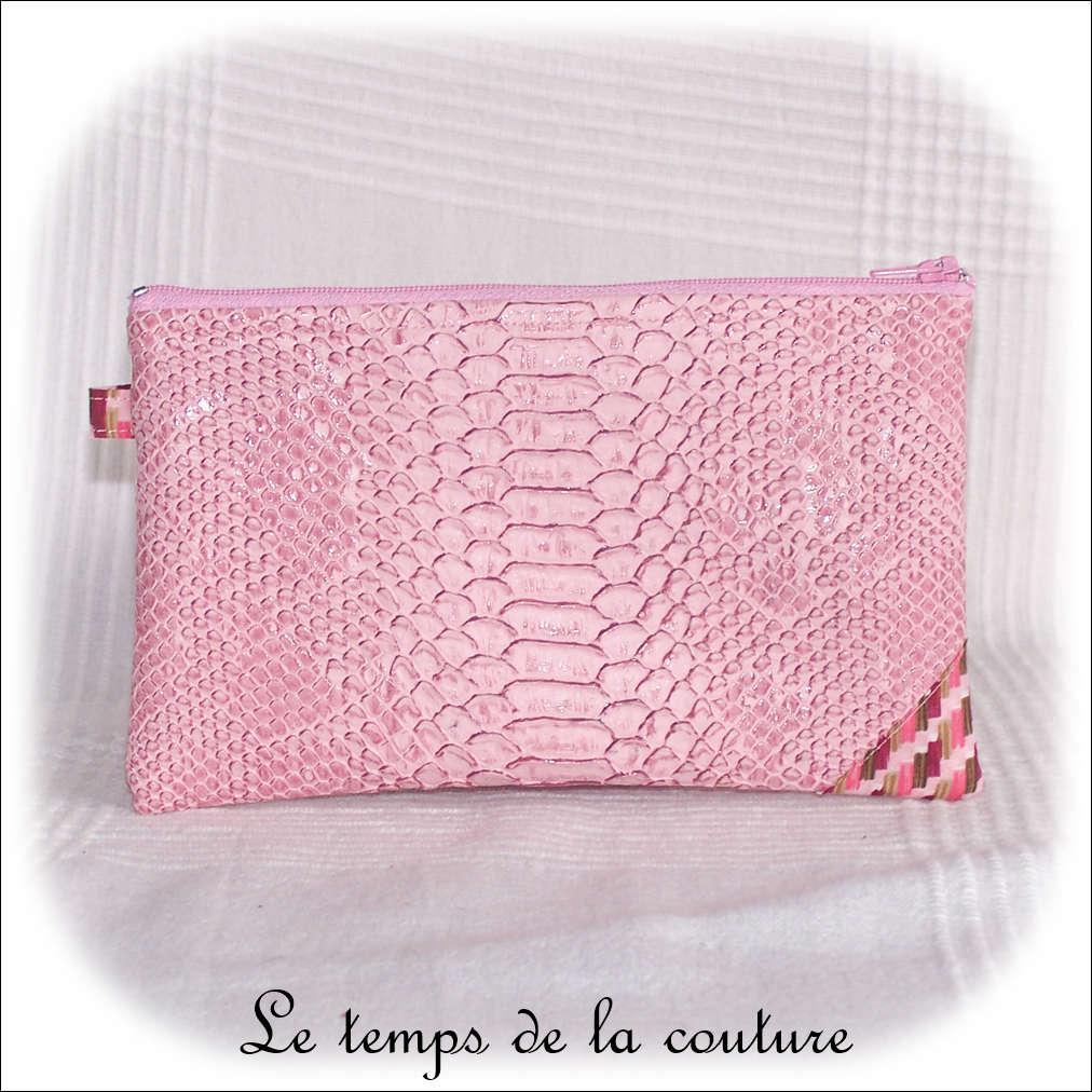 Pochette plate simili croco zippée tons rose bordeaux et marron