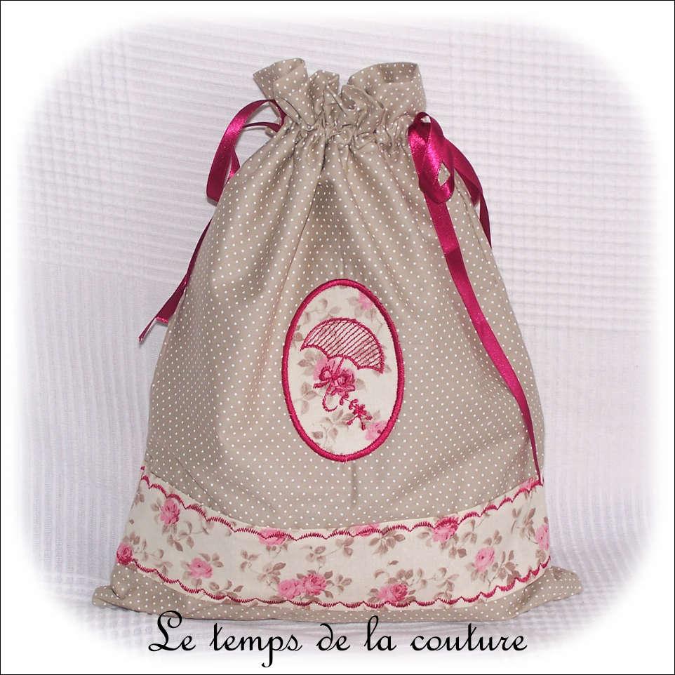 Sac pochon à lingerie motif rose ancienne tons écru beige et rose