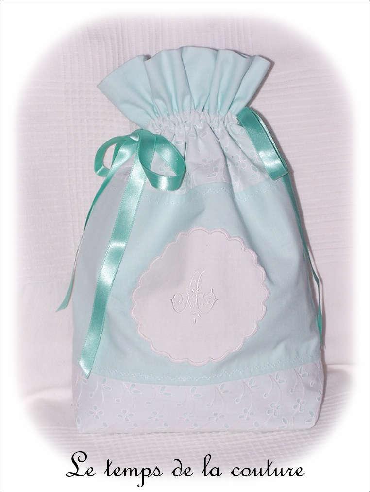Sac linge - blanc vert broderie angalise et monogramme01 - GFC