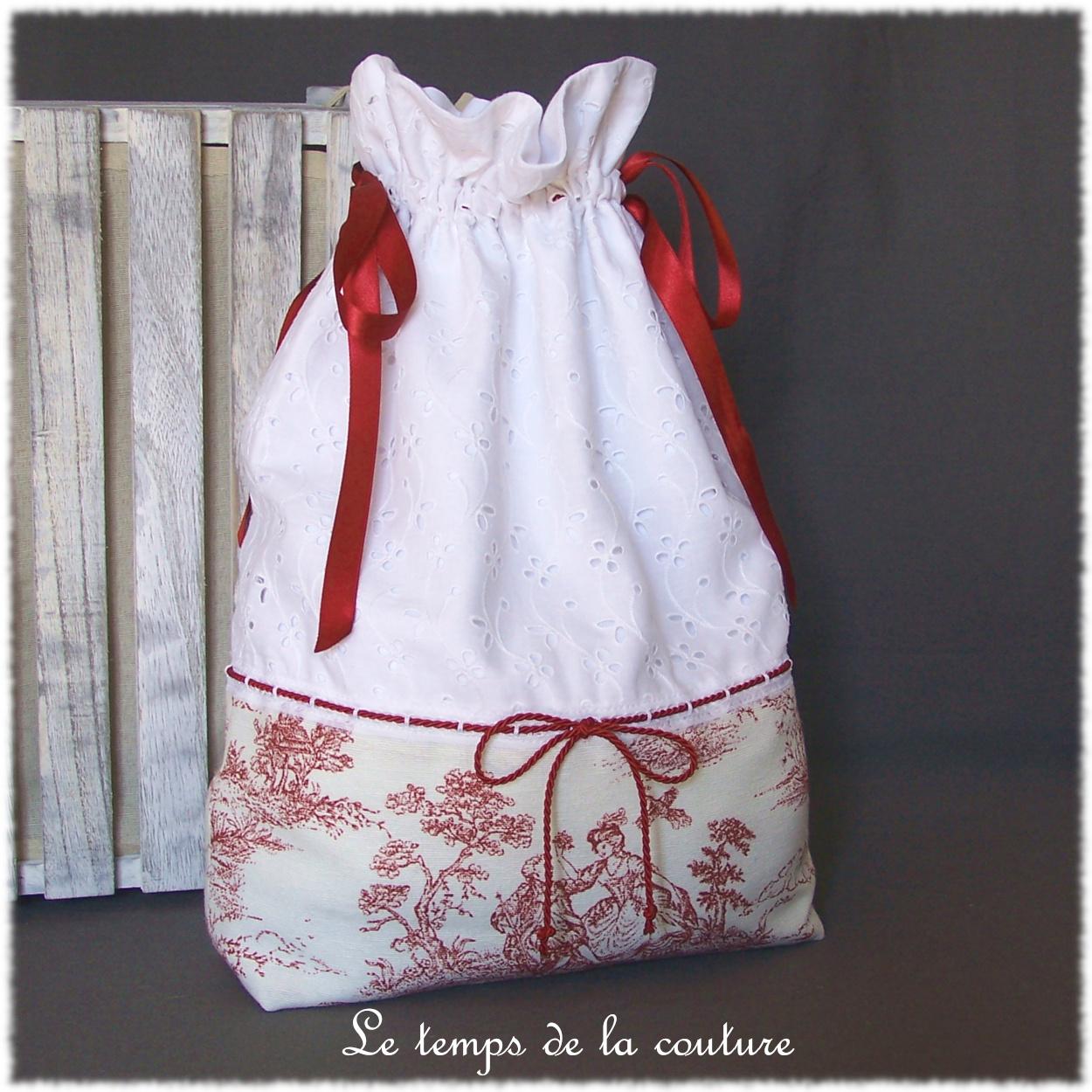 Sac pochon à lingerie façon toile de Jouy tons écru blanc rouge