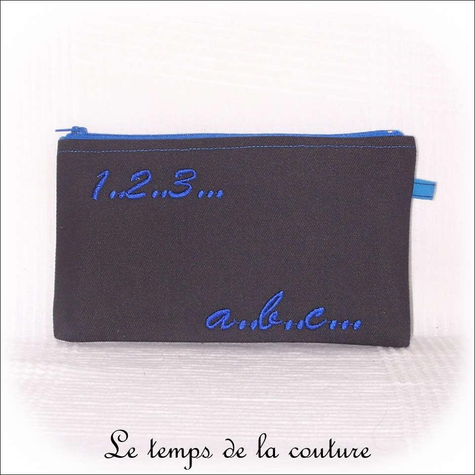 Trousse plate motifs lettres et chiffres tons noir et bleu