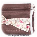 Pochette - droite - zippé - marron simili fleur rose et noeud04 - GFC