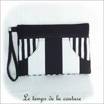 Pochette - droite - zippé -blanc noir rayure avec dragonne01 - GFC